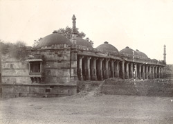 General view from the south-east of the ruined Fath Masjid, Ahmadabad 1704